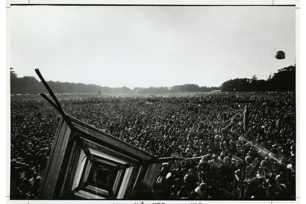 Crowds at the Human Be-In in Golden Gate Park, January 14, 1967 / Photo by Gene Anthony, California Historical Society
