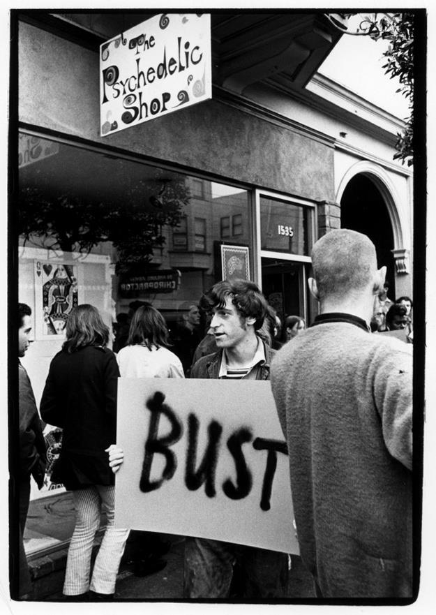 Protesters outside The Psychedelic Shop after Allen Cohen is arrested for selling The Love Book, November 1966. / Photo by William Gedney, Courtesy of Duke University.